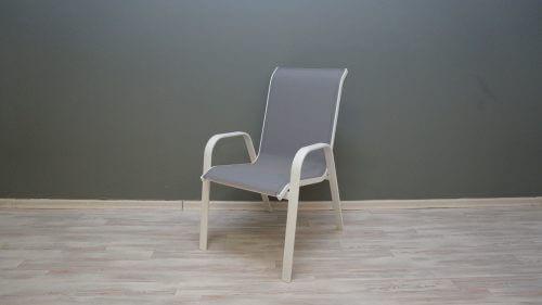 כסא אלומיניום לחצר בצבע לבן