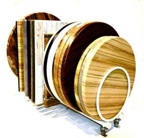 שולחן לגינה עשוי פלטה ורצלית במגוון צבעים וגדלים