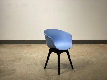 כסא דגם יאמה רגלי פלסטיק